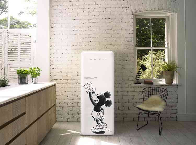 Smeg Kühlschrank Zubehör : Smeg verführt mickey mouse fans: wohninsider.at das b2b magazin